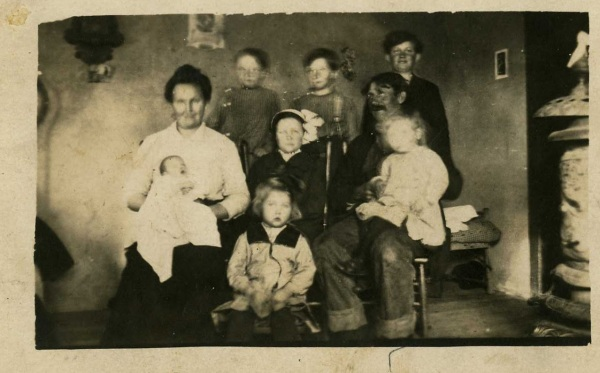 front row - Florence middle row - Kit holding Kenny, Mabel, Dan holding Dale back row - Orie, Herman, Ralph